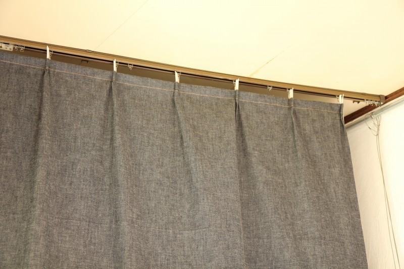 コルクマットとカーテンで簡易試着スペース
